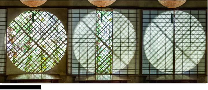 草庵の中にある吉野窓